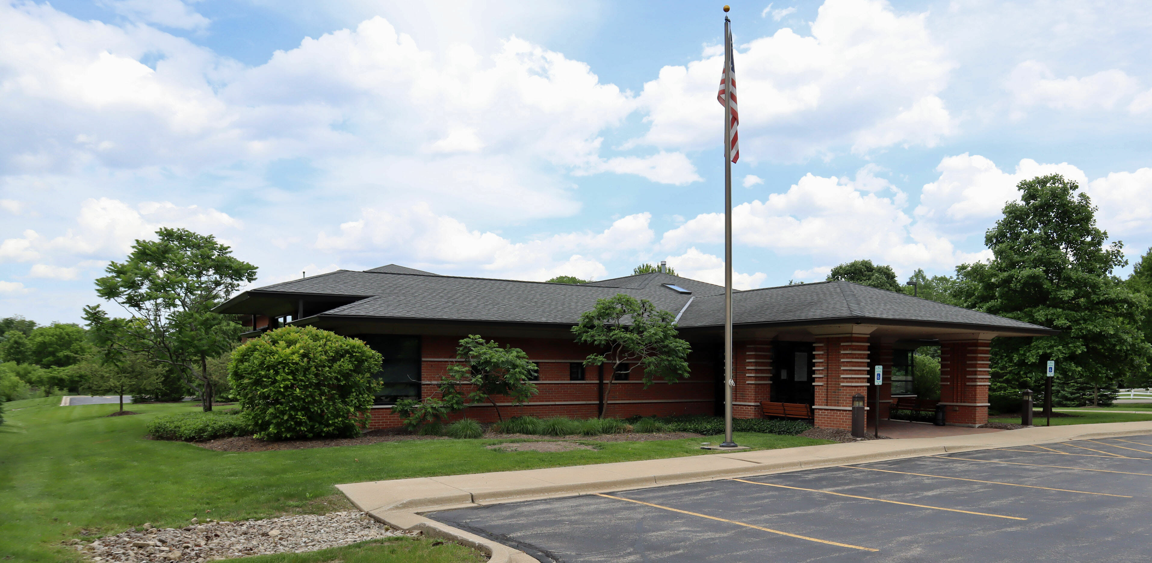10,624 Sq. Ft. – Commercial 25700 W. Old Grand Ave., Ingleside, IL